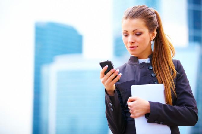 photodune-4035961-businesswoman-working-on-digital-tablet-s
